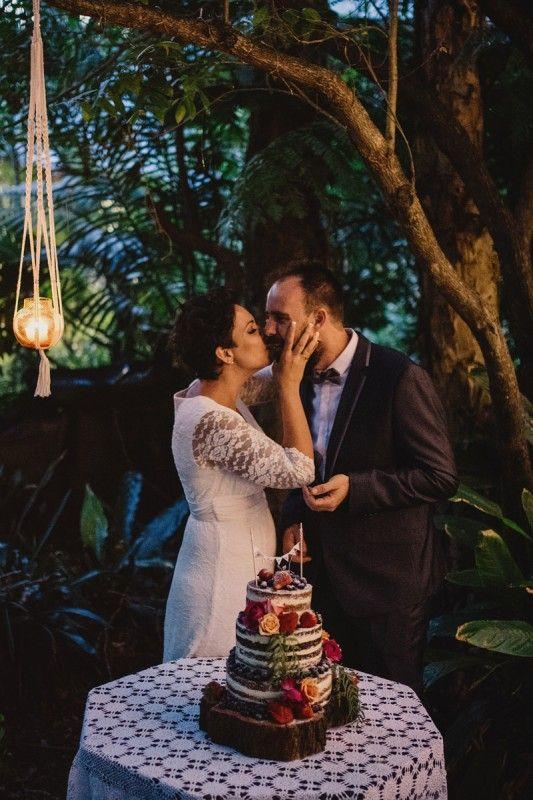 Rustic wedding cake goals!
