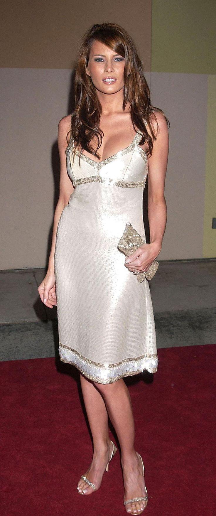 Melania Trump en robe nuisette En robe nuisette éclatante. (Hollwyood, le 11 juillet 2004.)