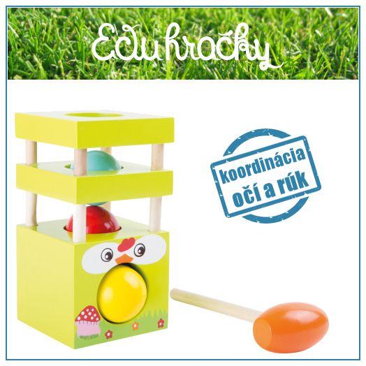Drevená hračka sliepočka, ktorá vypľuje vajíčko, keď sa dieťatko zopár krát trafí do stredu veže. Drevené vajíčko sa zatĺkaním musí dostať cez tri vrstvy