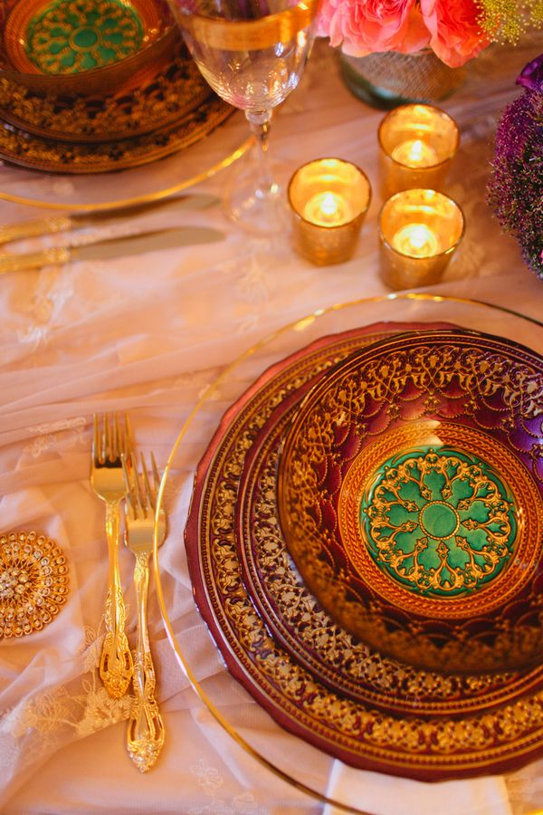 Reception table #gold #pink #luxury #wedding Photo: www.janiceyiphotography.ca Wedding Planner: www.traceymevents.ca Featured on: Wedding Obsession Wedding Blog http://www.weddingobsession.com/2014/01/29/luxurious-mexico-inspired-style-shoot/