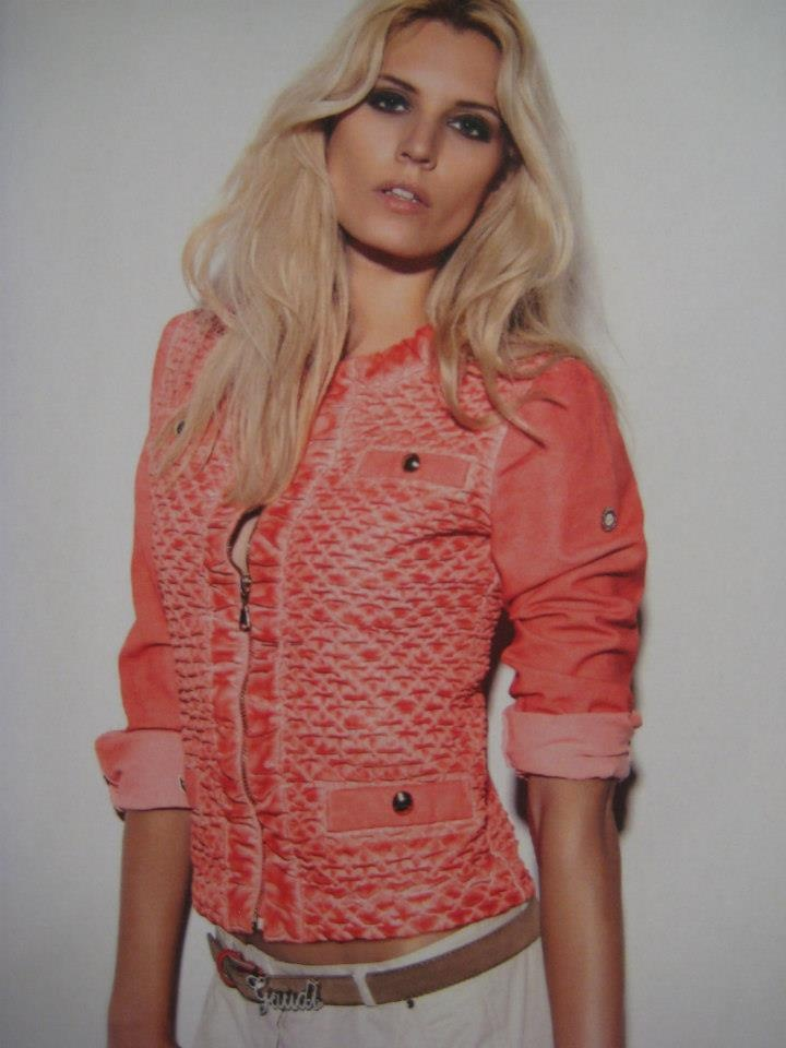 Stoer en zomers jasje van GAUDI!   Bi-stretch en in een warme nieuwe zomertint. Heerlijk die nieuwe kleurtjes, wat vinden jullie??
