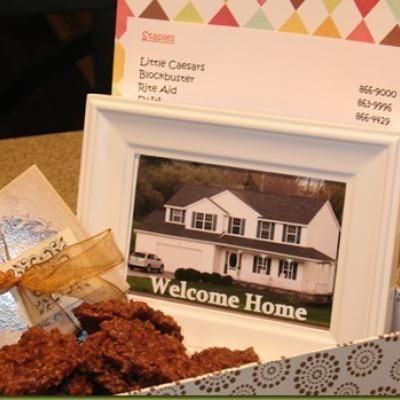 A personalized welcome gift for new neighbors!  Includes a photo of their new home, a list of local recommendations for restaurants, etc. and of course a sweet treat.: Gift Baskets, New Home, Gifts Baskets, Gifts Ideas, Gift Ideas, Homemade Cookies, New Neighbor Gifts, New Neighbors, Housewarming Gifts