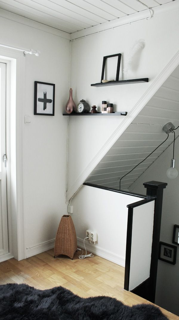 före och efter renovering, ny parkett, byta ut parketten till vitt, tavellister på väggen, koppardetaljer, svarta och vita tavlor,