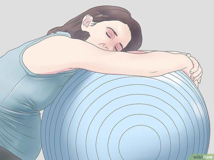 Cómo usar una pelota de gimnasio durante el embarazo y después del parto