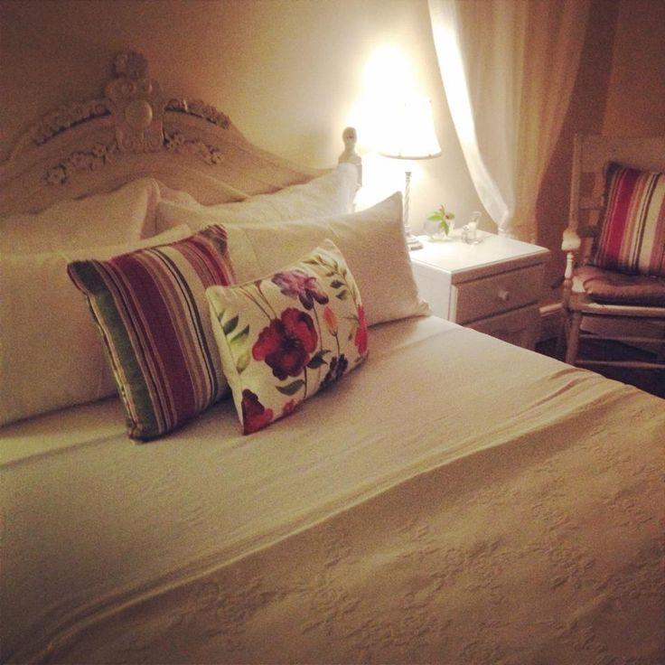 Cosy Queen Room @ The Globe Inn Yass accommodation #bedandbreakfast #guest #bed #bedroom #cosy #VisitYassValley