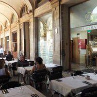 Hotel Roma Reial  Hotel Roma Reial is prachtig gelegen aan het levendige Plaza Reial. Zeer populair bij Nederlanders!  EUR 99.00  Meer informatie  #vakantie http://vakantienaar.eu - http://facebook.com/vakantienaar.eu - https://start.me/p/VRobeo/vakantie-pagina