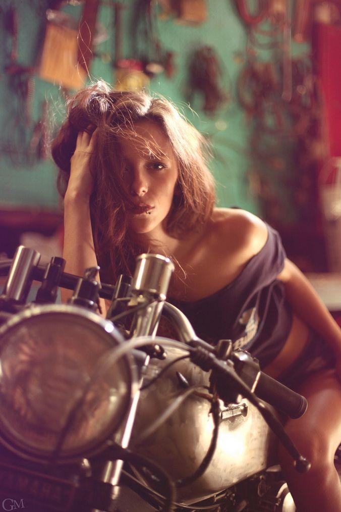 biker-queens: #caferacergirl #motorcyclesgirls #chicasmoteras   caferacerpasion.com