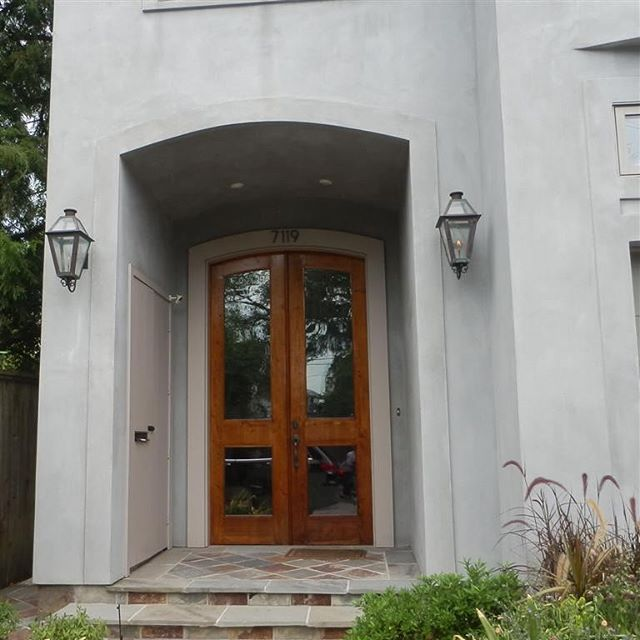 New Orleans Home On Coliseum Street Near Audubon Park Has Its Front Door Gas Lit By A Pair Of Made Copper Lanterns From Jacku0027s Metal