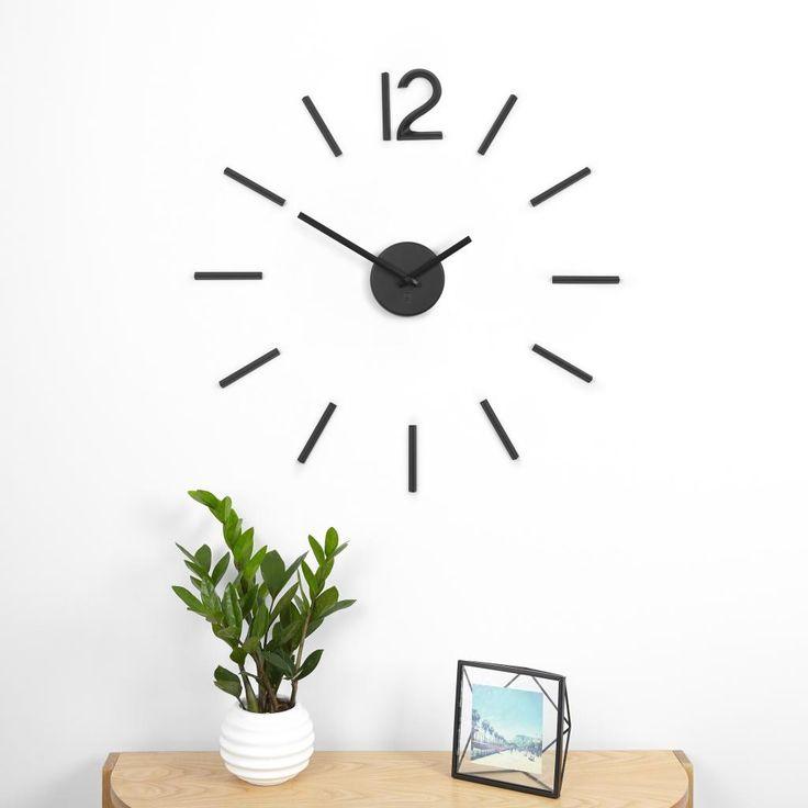 """Wandklok Blink - zwart- Umbra  De wandklok Blink van Umbra is nieuw! De klok bestaat uit een set van """"tijd"""" indicatoren die met lijm aan de muur te zijn bevestigen."""