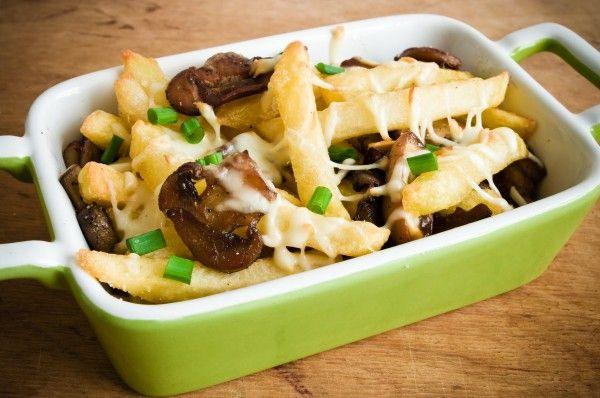 Жареный картофель с грибами и сыром ►►► ссылка на рецепт - https://recase.org/zharenyj-kartofel-s-gribami-i-syrom/