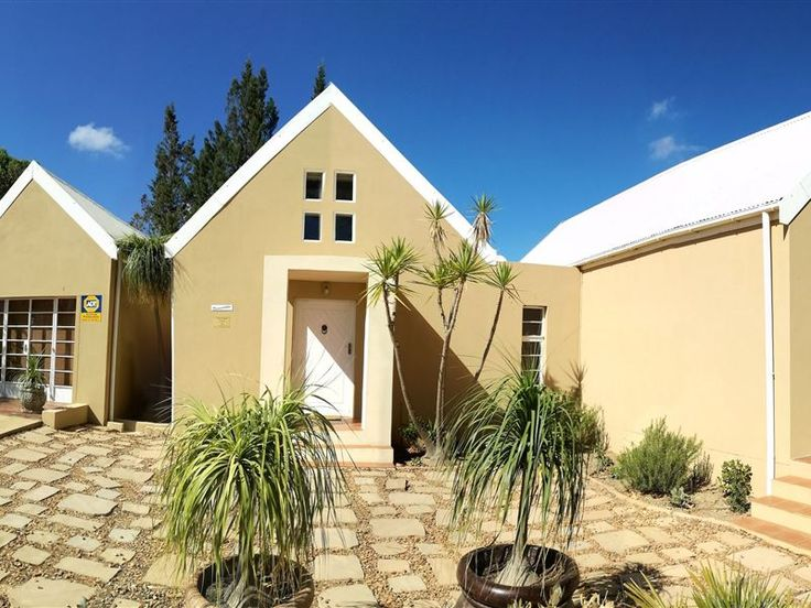 Dreamcatcher - Dreamcatcher is a three bedroom house that can accommodate six guests.All the bedrooms are beautifully furnished and all bedrooms have air-conditioning.The bathrooms are spacious, modern with all the best ... #weekendgetaways #tulbagh #breederivervalley #southafrica