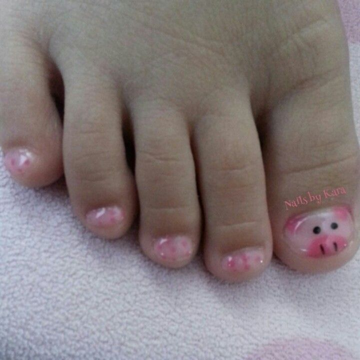 Piggies. Pig nails. Polka dots too.