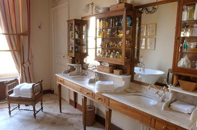 Old world styleDisplay Cabinets, Baño Compartidos, Country Bathroom, French Chateau, Cabinets Storage, Loire Valley, French Country, Bath Beautiful, Bathroom Decor