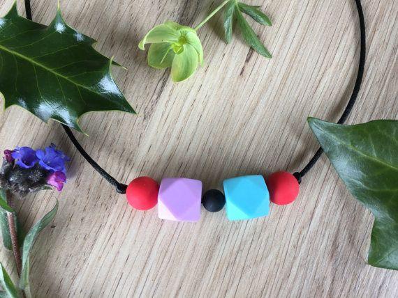 Nursing Necklace: Very Berry por LuluBabyFriendly en Etsy