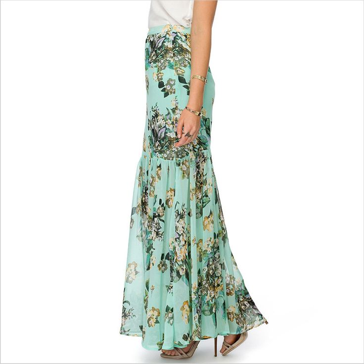 A beautiful #skirt with #floral print. Perfect this season with the flower power trend!