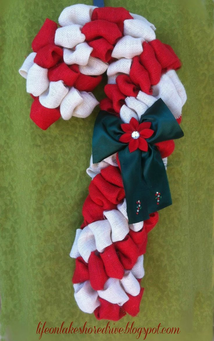 Life on Lakeshore Drive: Burlap Candy Cane Wreath Tutorial