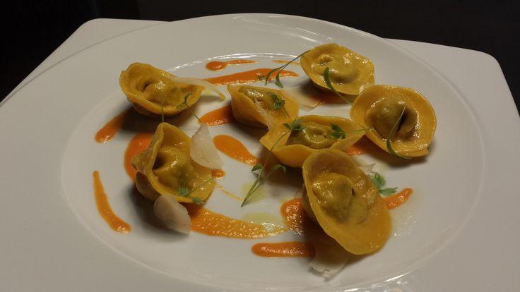 Tortelli di cinghiale, crema di zucca al rosmarino, ricotta stagionata di capra e finocchietto selvatico .