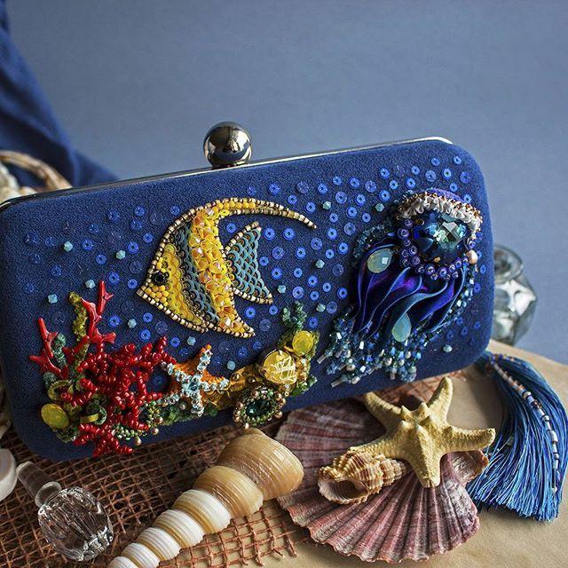 """Вышитый клатч """"Коралловый риф"""" от Екатерины Бурыкинойkathlynhm.livemaster.ru— работа дня на Ярмарке Мастеров. Узнать цену и купить можно по ссылке в профиле  #livemaster #handmade #embroidery #sea #beadart #beads #fashion #ярмаркамастеров #ручнаяработа #рукоделие #хендмейд #вышивка #бисер"""