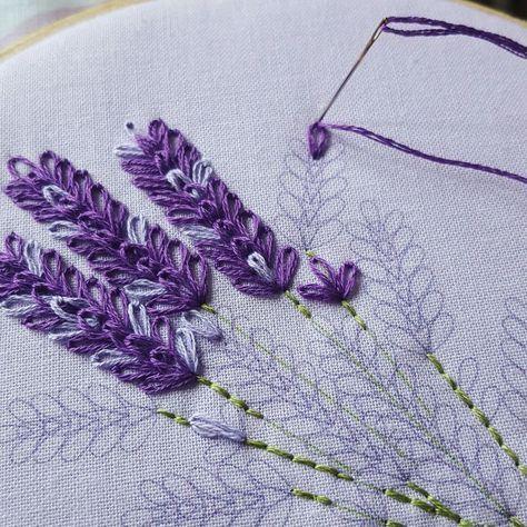 "180 Likes, 9 Comments - 소금빛 자수 saltlight embroidery ( #saltlight_) on Instagram: ""ㅡ 에델바이스 꽃잎 동동... 흰 리넨에 흰 모사로 돋을새김하듯 수놓아봅니다. 자세한 설명글은 입체자수 꽃 나무 열매 27page. . ㅡㅡㅡ #소금빛자수 #솜다리…"""