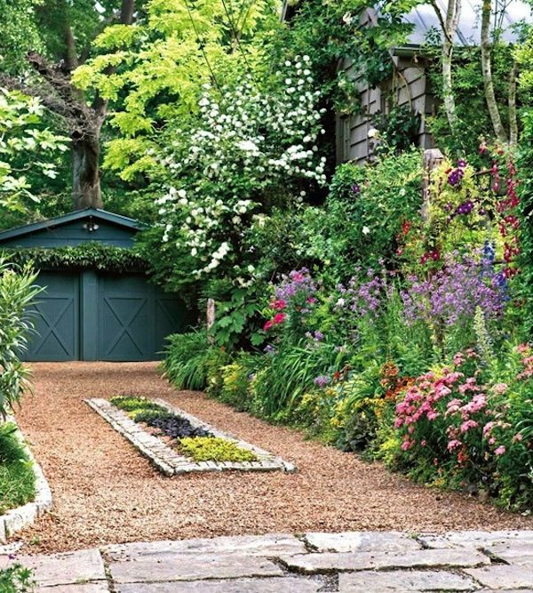 Curb appeal beautiful design and circular driveway for Country garden designs landscaping