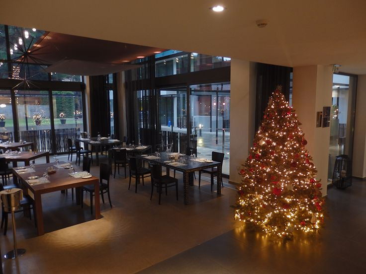 We love Christmas, because christmas ligts are everywhere! #christmas_decoration #christmas_tree #lifegalleryathens