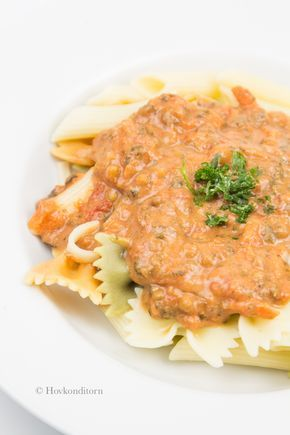 En god vardagsmaträtt och säkert väldigt populär i många hushåll är spagetti bolognese. Jag har gjort en bolognese på linser och spenat. Got...