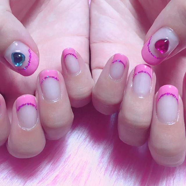 フレンチ&ラメラインを習ったので自爪で復習🐶🌈 #セルフネイル #フレンチネイル #ネイル #ジェルネイル #ネイルアート #ネイルデザイン #ピンクネイル #ハートネイル 💗 #nail #nailstagram #gelnails #naildesign #frenchnails #pinknails #heartnail #3黒崎えり子アートバトル