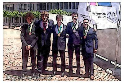 Brasil conquista cinco medalhas na Olimpíada Internacional de Física  A delegação brasileira conquistou uma medalha de ouro uma de prata e três de bronze na 47ª Olimpíada Internacional de Física (International Physics Olympiad  IPhO) realizada em Zurique de 11 a 17 de julho com participação de 90 países e 450 estudantes do Ensino Médio de todo o mundo.  Cinco jovens estudantes representaram o país na competição: Thiago Ross-White Bergamaschi (Valinhos-SP) que conquistou a medalha de ouro…