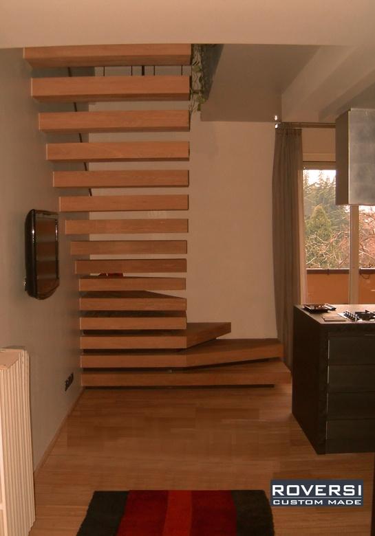 """Scala a sbalzo sospesa in legno, modello """"Sound"""" Roversi Scale"""