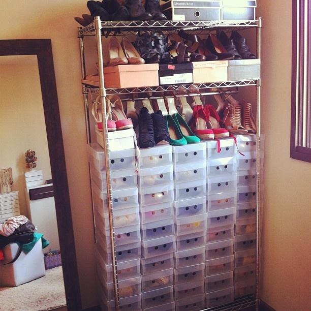 Como diz o bofe: o quarto do pânico. Quem nao tem closet se vira como pode. - @Constanza Fernandez- #webstagram