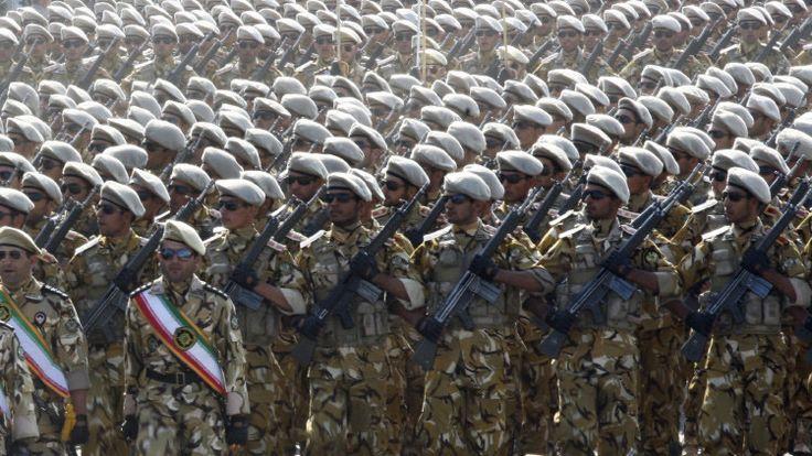 """Un funcionario militar iraní se ha comprometido a """"prender fuego"""" a todos los intereses de EE.UU. e Israel en la región y sostuvo que la República Islámica dará la bienvenida a una guerra con Washington al más mínimo movimiento hostil contra Teherán."""