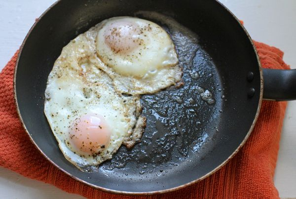 A new method for making perfect fried eggs hinges on two elements: high heat and covered cooking. The result? Fried egg perfection.