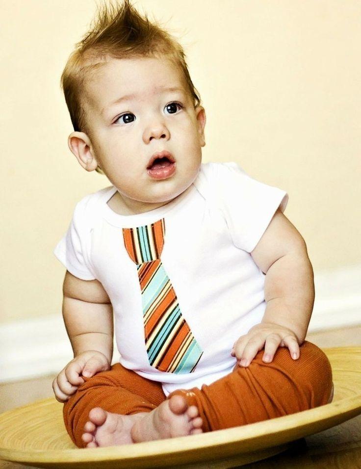 vetements-bebe-garcon-grenouillère-blanche-cravate-pantalon-terre-cuite vêtements bébé garçon