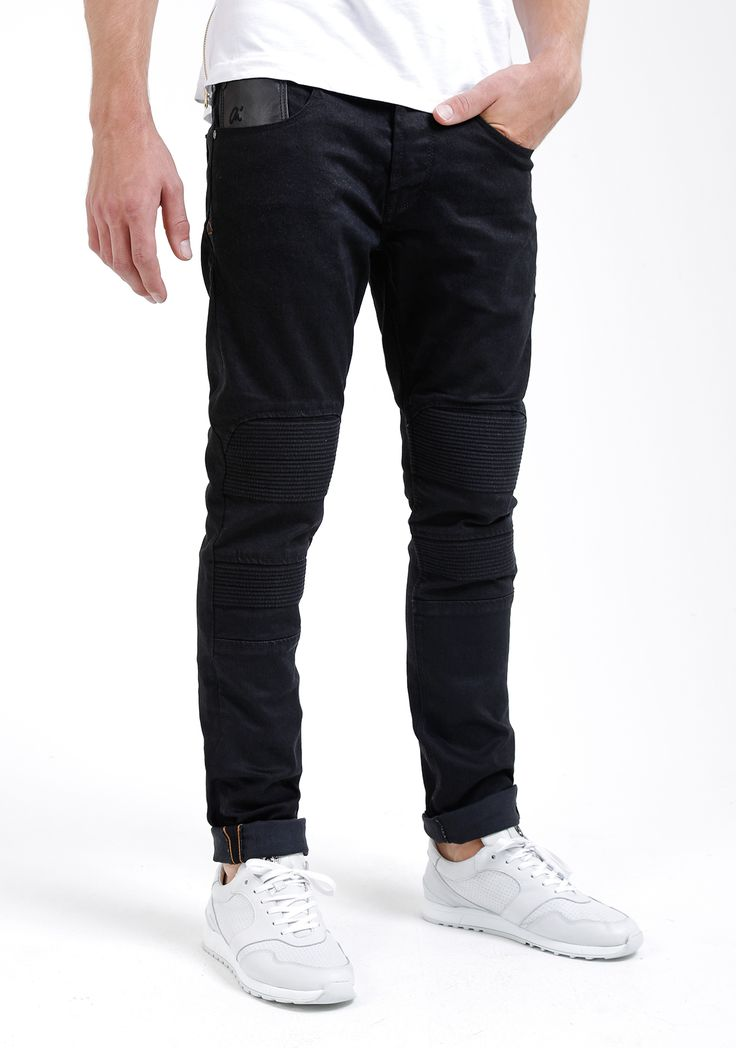 Chasin' Jeans Biker Grail, nu met 42% afgeprijsd! Koop 'm snel! #uitverkoop #mode #heren #mannen #zwarte #broek #black #jeans #denim #mens #fashion