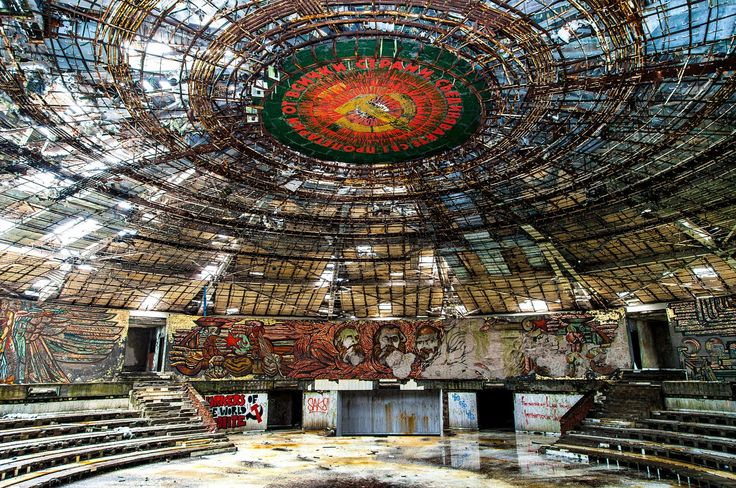 8 Extraordinary Examples of Abandoned Architecture