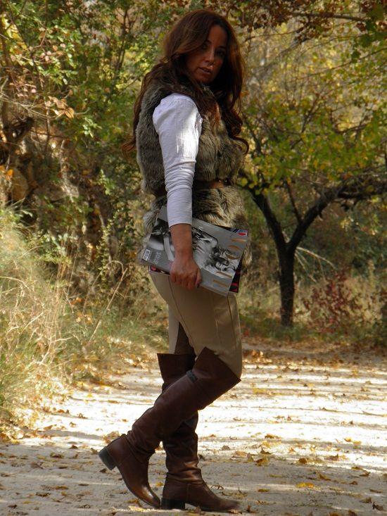 Pantalones Zara FW/11 Camiseta Basica Zara (old) Chaleco de Pelo Berhska FW/11 Botas Altas Zara (old) Pulseras Charol Complementos y Bijoux&Bisous Aunque me cuesta, hay días en los que una se tiene que bajar del tacón y disfrutar de la naturaleza. ¡¡¡FELIZ FIN DE SEMANA!!! ¡¡¡ Y FELIZ PUENTE!!!