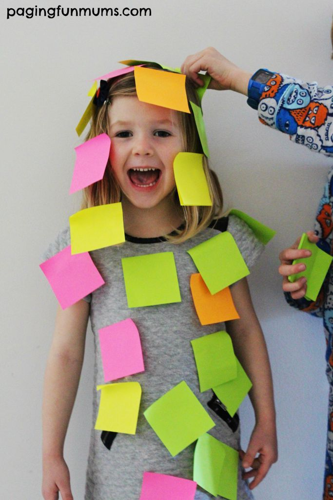 1 minute to see how many post it notes you can stick to your partner! minute it to win it game