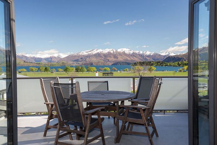 The views will just blow you away.  Perfectly located to capture the very best of what Wanaka has to offer......Pour the Pinot Noir and take in the afternoon sunsets......