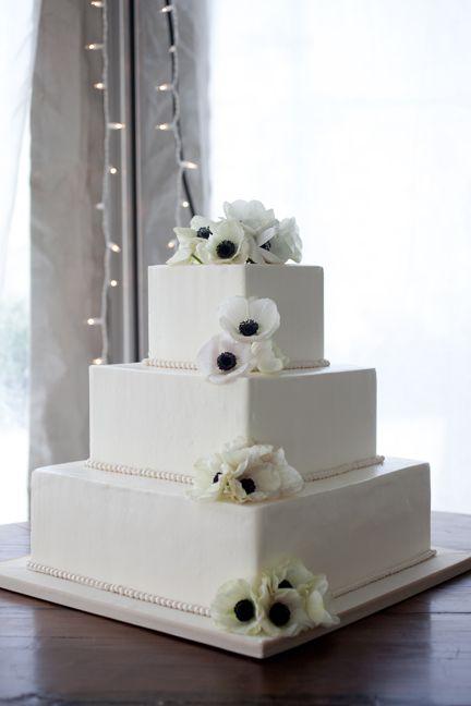 贈り物のようなシンプルなケーキ。センスがいいと言われたい♡結婚式のウェディングケーキまとめ一覧♡