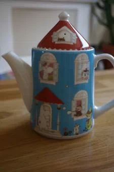 View item: Collectable Yamaka MOOMIN House Tea Pot from Japan
