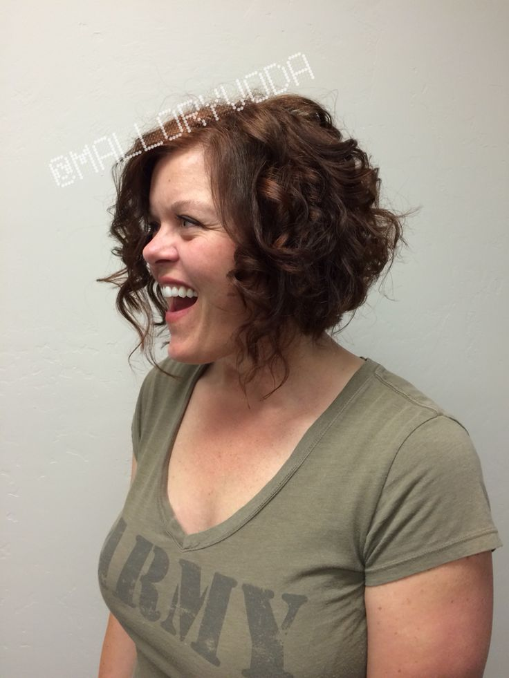 Curly hair can make for a super cute angled bob @malloryvoda