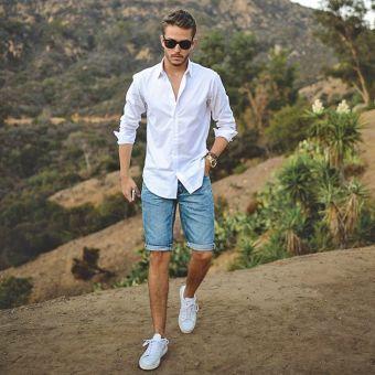 Jeans shorts en wit overhemd