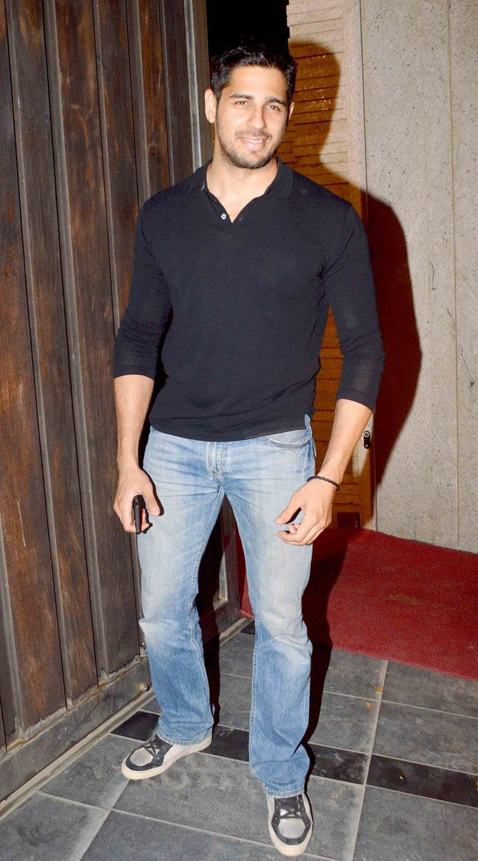 Sidharth Malhotra at Vikas Bahl's bash. #Bollywood #Fashion #Style #Handsome