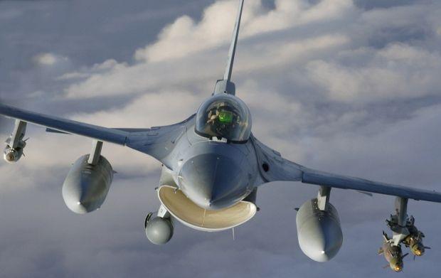 USAF F-16  Fighting Falcon.