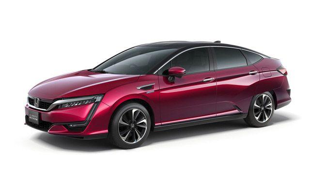 Samochody elektryczne mają wiele zalet – świetne przyspieszenie, małą awaryjność i brak spalin. Mają też jedną poważną wadę. Ładowanie akumulatorów zajmuje sporo czasu. Dlatego alternatywą mogą się okazać auta na ogniwa paliwowe zasilane wodorem. Najnowszym modelem tego typu jest Honda FCV Clarity.