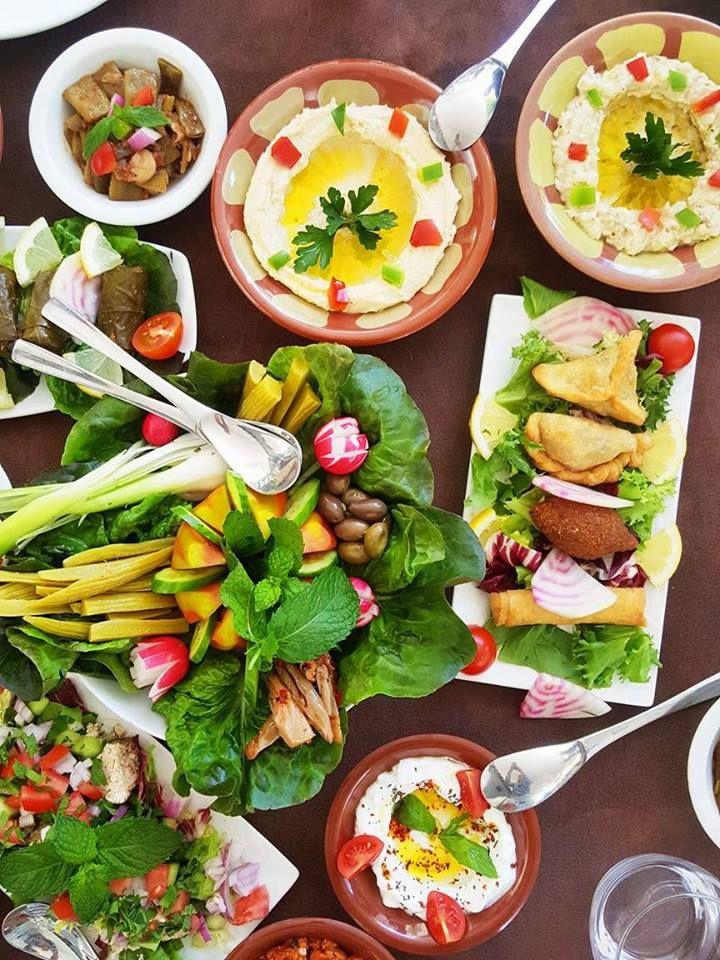 Nouveau à la maison rouge à Mougins : la cuisine libanaise s'invite cet été au coeur de ce restaurant marocain où l'on peut aussi bruncher le dimanche.