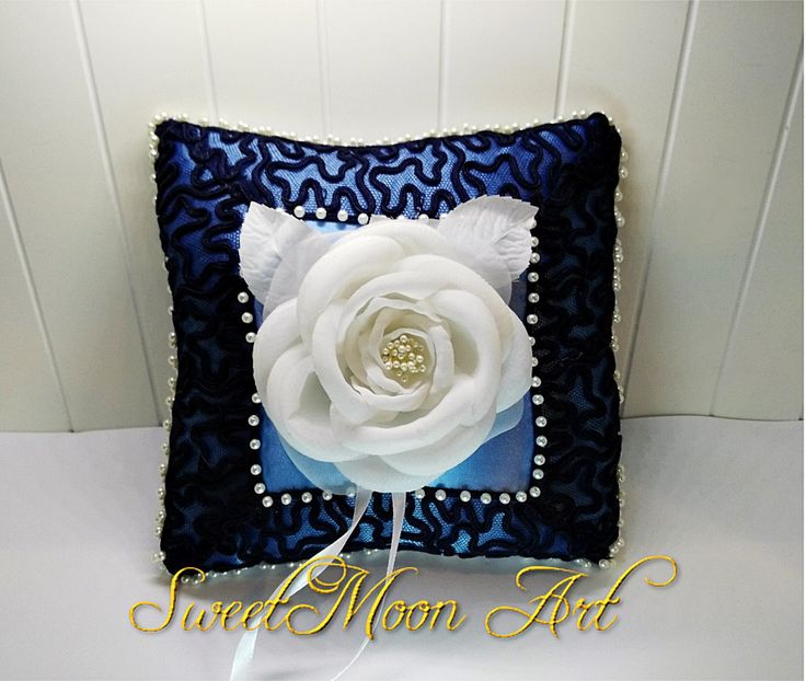 Almohada portadora de anillos,almohada para anillos de boda,cojín porta alianzas,cojín anillos flor blanca,almohada boda azul,cojín  perlas de SweetMoonArt en Etsy