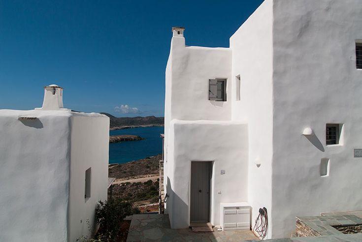 Agios Georgios, Sud Antiparos.Two résidences traditionnelles minimales avec vue sur le golfe d'Agios Georgios et de Despotiko architecte Thalassinos.