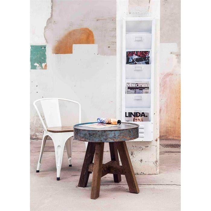 By-Boo. Dit tijdschriftenrek is gemaakt van metaal en heeft een witte kleur. Het tijdschriftenrek is 31 cm breed en 121 cm hoog.