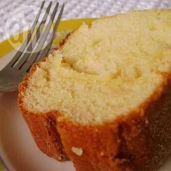 Bolo de leite condensado - Um bolo levinho e fofinho, perfeito para tomar na hora do café ou chá.